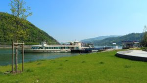 bacharach schiff anlegestelle ausflug rhein