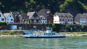 übersetzen rheinseite auto überfahrt mittelrhein