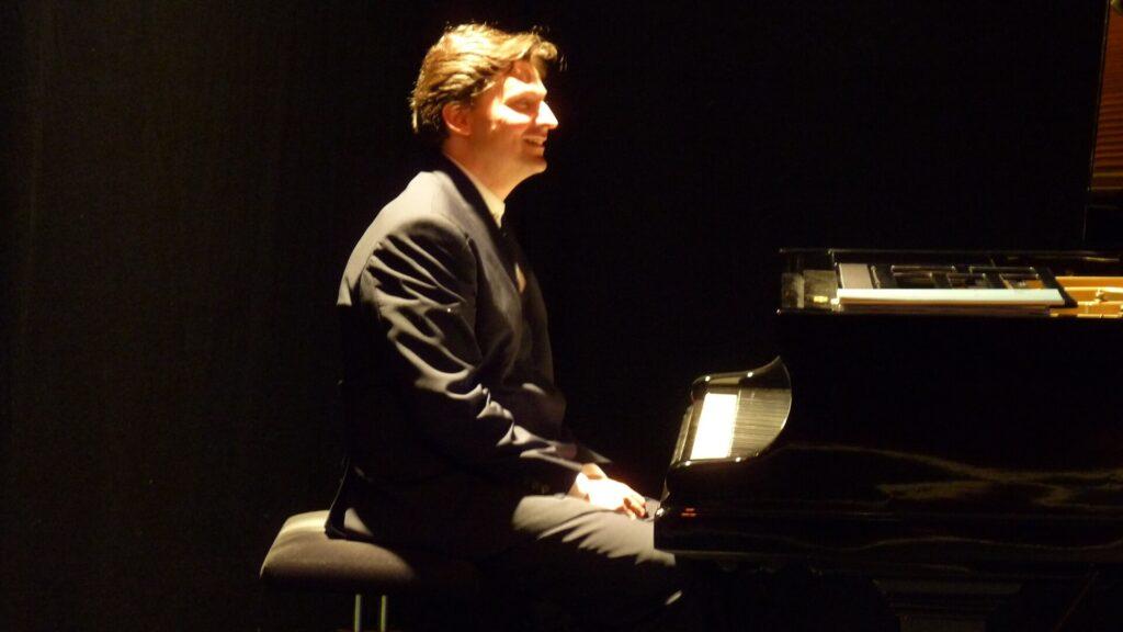 Christoph Soldan mit Klavier_web